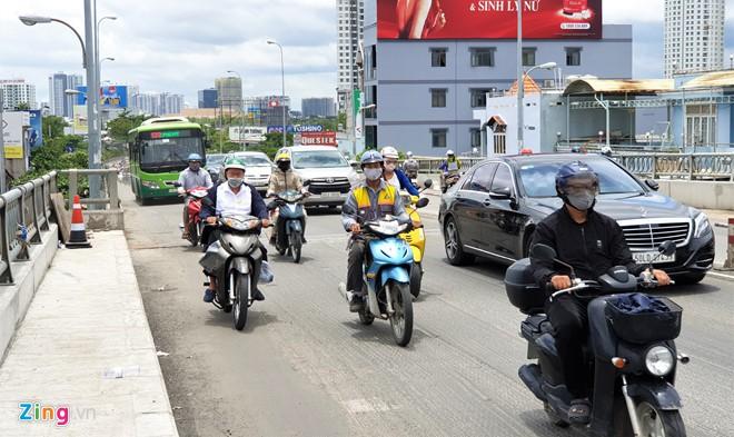 Cầu Kênh Tẻ mở rộng thêm 2 m, dân Nam Sài Gòn có thoát cảnh kẹt xe? - Ảnh 1.
