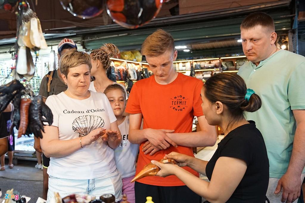Vào chợ đêm Nha Trang cứ ngỡ như đang mua sắm ở nước ngoài - Ảnh 11.