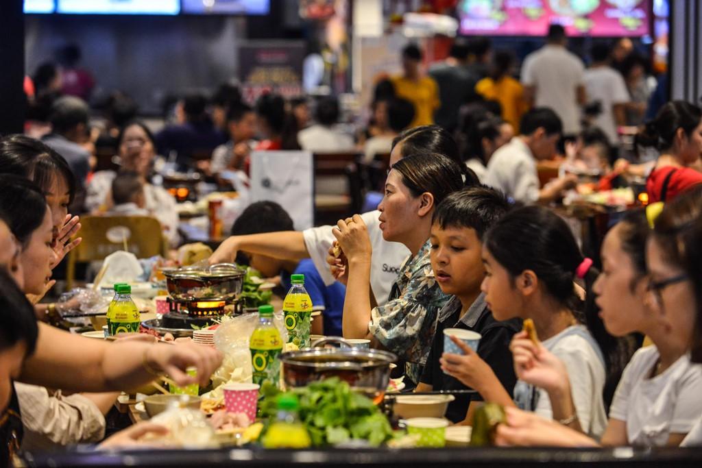 Chen chúc không chỗ hở trong siêu thị ngày Quốc khánh - Ảnh 12.