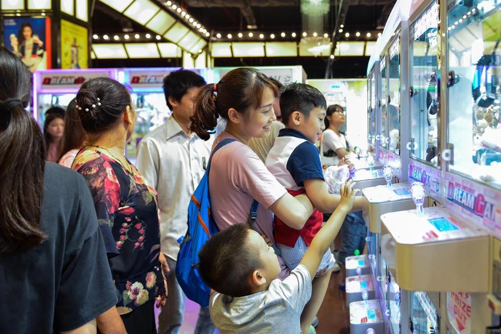 Chen chúc không chỗ hở trong siêu thị ngày Quốc khánh - Ảnh 13.