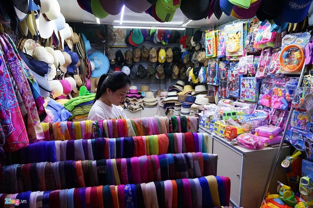 Vào chợ đêm Nha Trang cứ ngỡ như đang mua sắm ở nước ngoài - Ảnh 4.