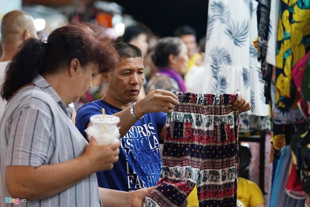 Vào chợ đêm Nha Trang cứ ngỡ như đang mua sắm ở nước ngoài - Ảnh 5.