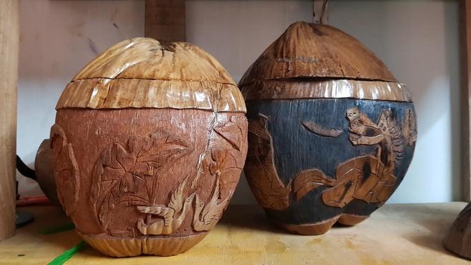 Thổi hồn vào vỏ dừa khô, bán 1,2 triệu đồng/cái - Ảnh 6.
