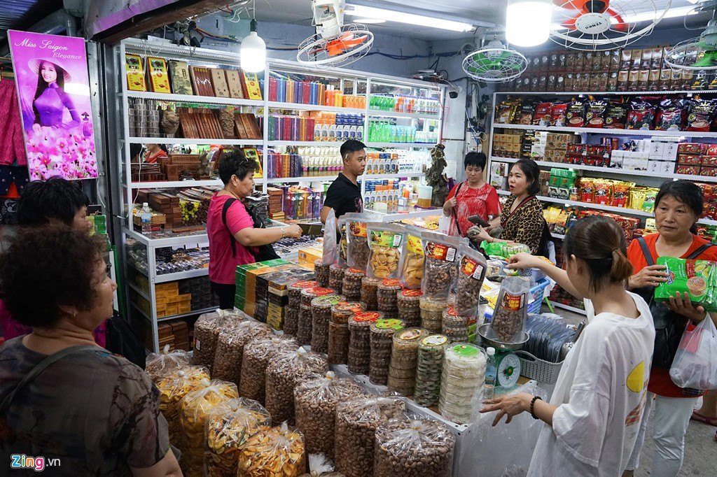 Vào chợ đêm Nha Trang cứ ngỡ như đang mua sắm ở nước ngoài - Ảnh 7.