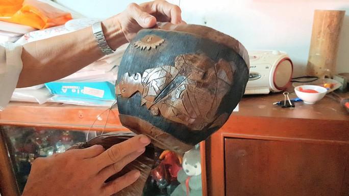 Thổi hồn vào vỏ dừa khô, bán 1,2 triệu đồng/cái - Ảnh 7.