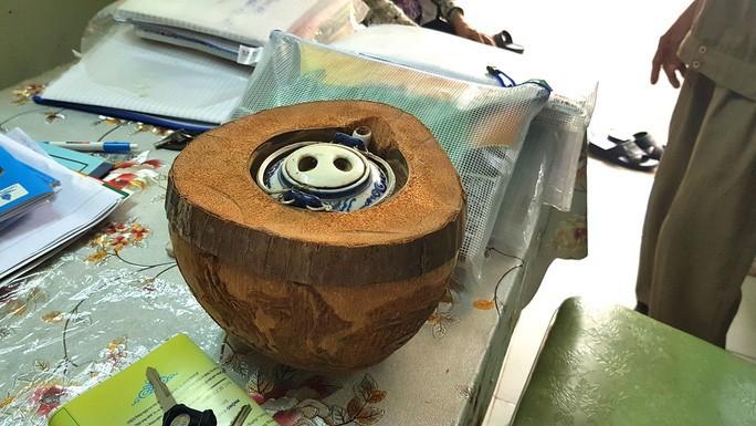 Thổi hồn vào vỏ dừa khô, bán 1,2 triệu đồng/cái - Ảnh 8.