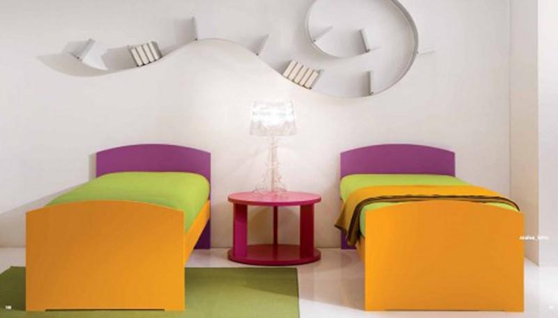 Căn phòng của trẻ được thiết kế bằng gam màu sặc sỡ - Ảnh 9.