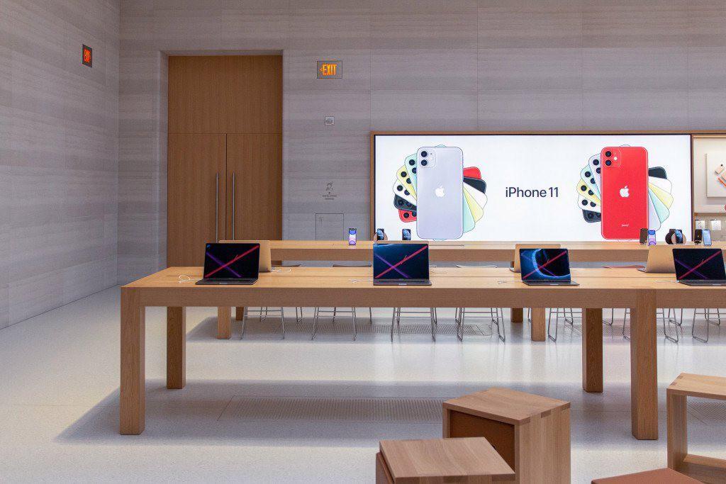 """Bên trong Apple Store Fifth Avenue """"huyền thoại"""" ngày mở cửa trở lại - Ảnh 9."""