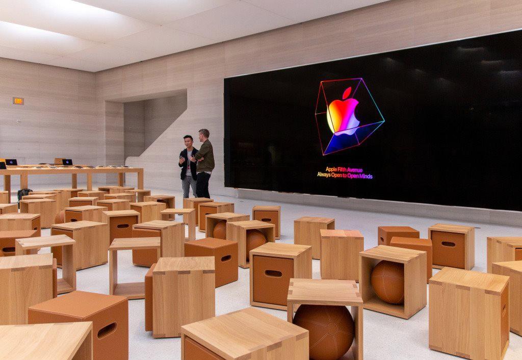"""Bên trong Apple Store Fifth Avenue """"huyền thoại"""" ngày mở cửa trở lại - Ảnh 11."""