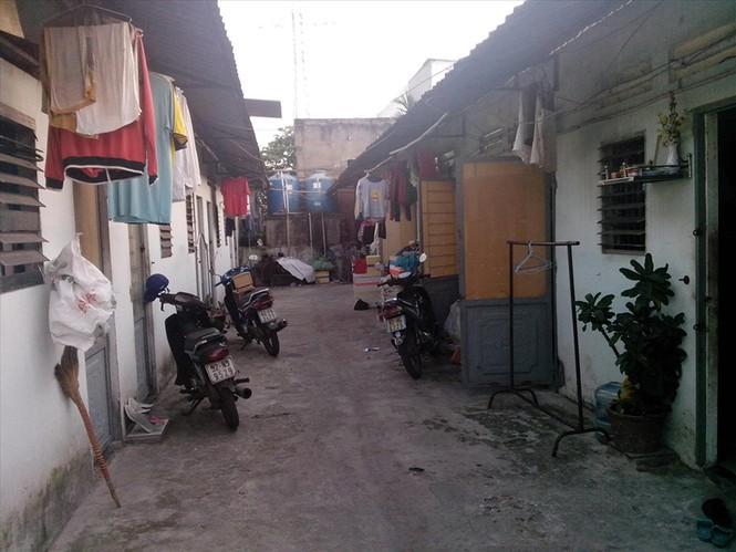 Sống tạm cạnh nghìn căn hộ… bỏ hoang ở TP HCM - Ảnh 2.