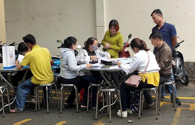 Cảnh sát thu 9 tỉ, 20 thỏi vàng khi khám xét Công ty Alibaba - Ảnh 3.