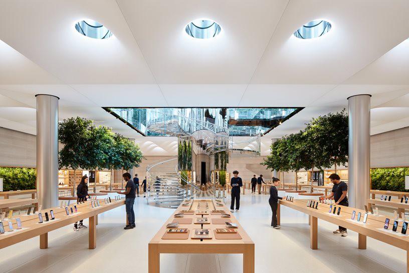 """Bên trong Apple Store Fifth Avenue """"huyền thoại"""" ngày mở cửa trở lại - Ảnh 4."""