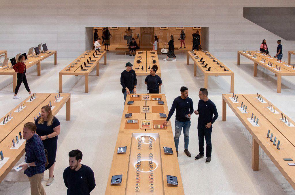 """Bên trong Apple Store Fifth Avenue """"huyền thoại"""" ngày mở cửa trở lại - Ảnh 5."""