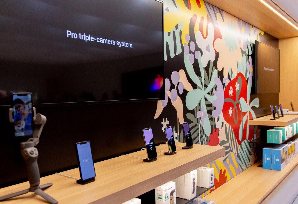 """Bên trong Apple Store Fifth Avenue """"huyền thoại"""" ngày mở cửa trở lại - Ảnh 7."""