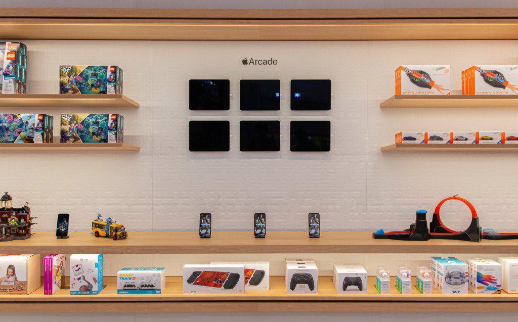 """Bên trong Apple Store Fifth Avenue """"huyền thoại"""" ngày mở cửa trở lại - Ảnh 8."""