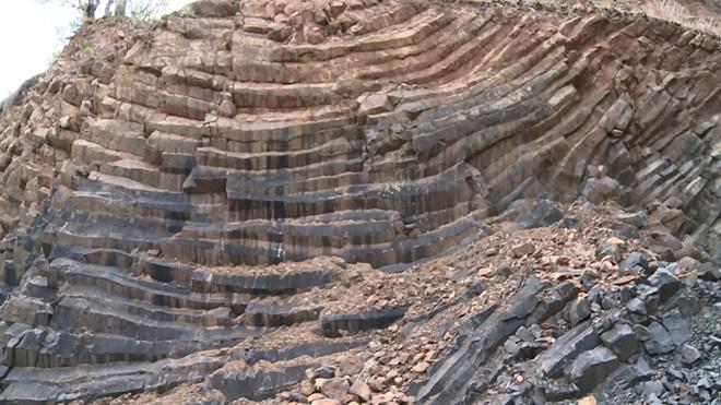 Độc đáo 'Gành Đá Đĩa' trên núi ở Phú Yên với kết cấu địa chất đặc biệt - Ảnh 3.