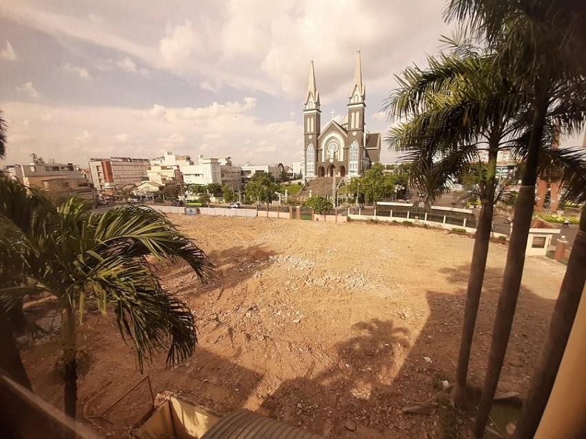 Bình Dương bỏ trụ sở công, lấy đất vàng trăm tỉ làm công viên - Ảnh 1.
