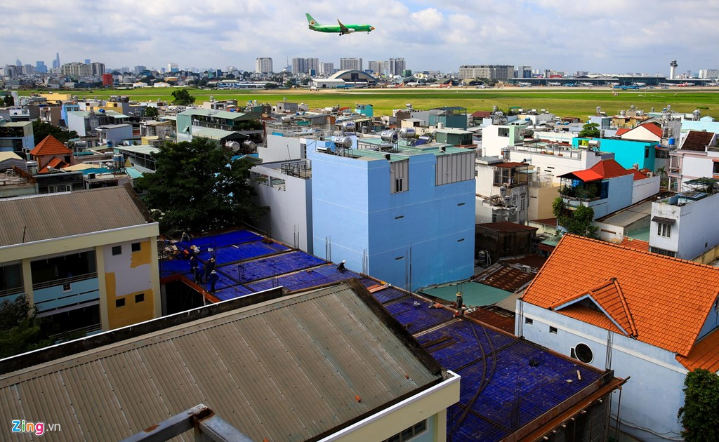 Sân bay Tân Sơn Nhất bên ngoài kẹt xe, bên trong kẹt máy bay - Ảnh 12.