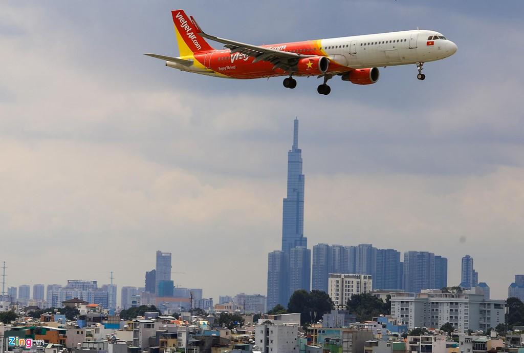 Sân bay Tân Sơn Nhất bên ngoài kẹt xe, bên trong kẹt máy bay - Ảnh 5.