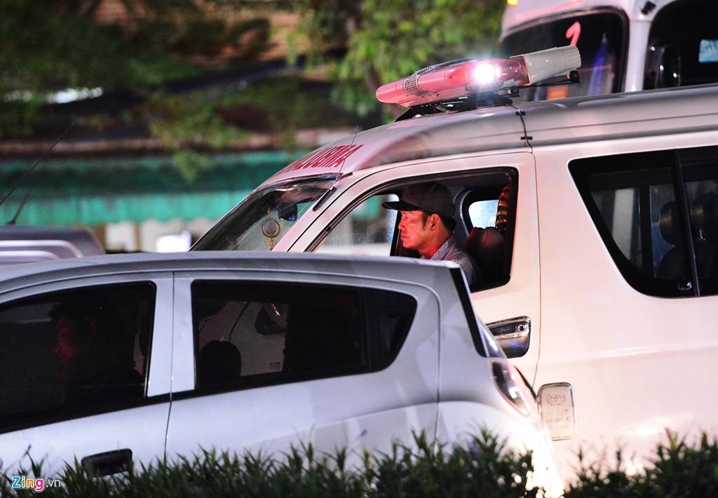 Sài Gòn kẹt xe giữa đêm sau màn pháo hoa 15 phút - Ảnh 7.