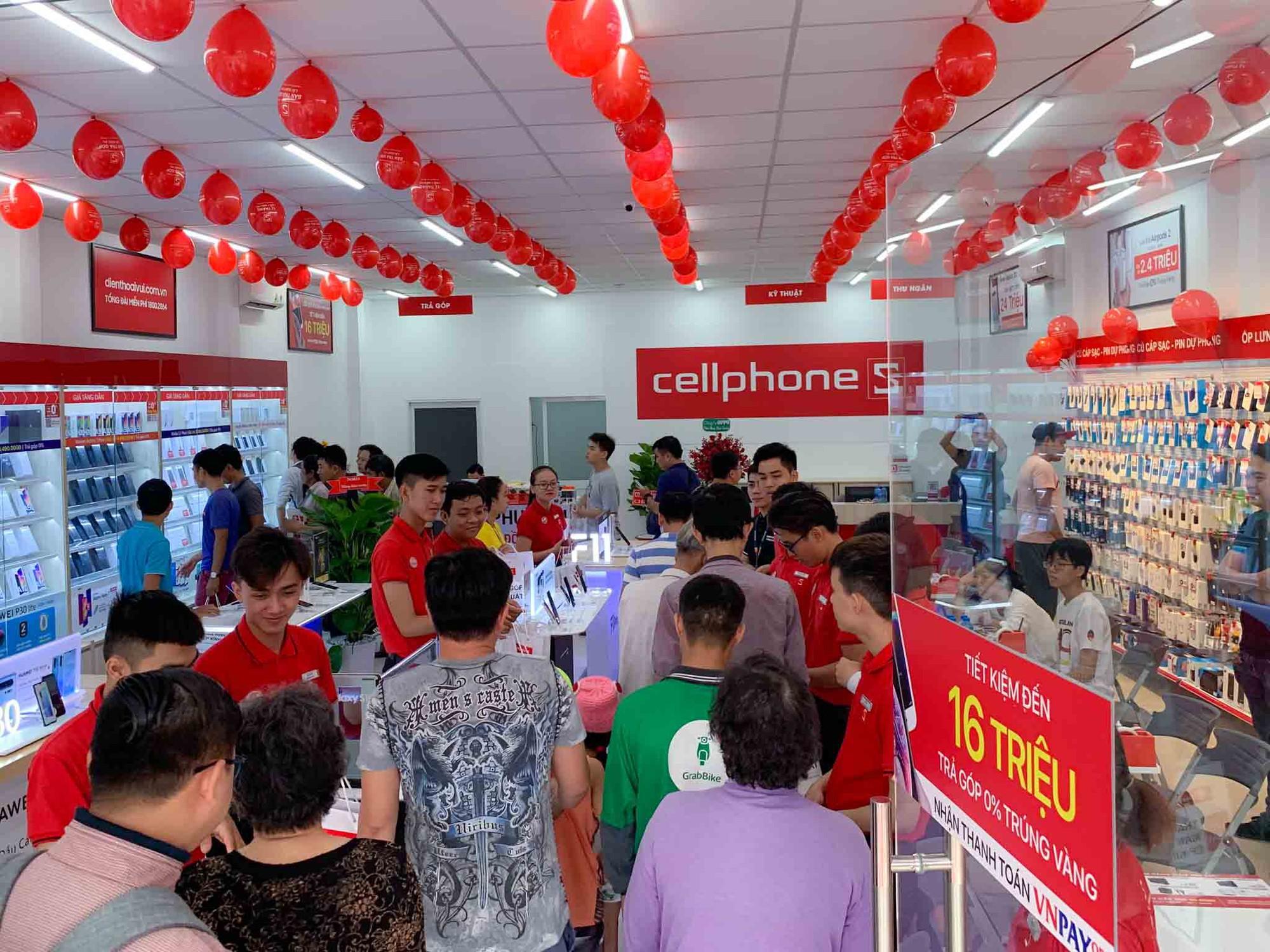Dien-thoai-giam-gia-thang-10-iPhone-hut-hang-Samsung-tut-sau 1