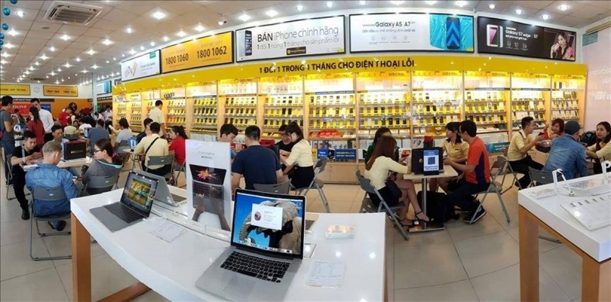 Dien-thoai-giam-gia-thang-10-iPhone-hut-hang-Samsung-tut-sau 3