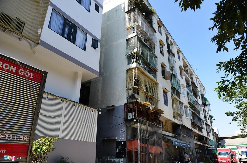 Điểm danh những chung cư sắp sập tại TP HCM - Ảnh 2.