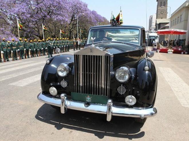 Cựu Tổng thống Zimbabwe Robert Mugabe giàu có cỡ nào? - Ảnh 7.