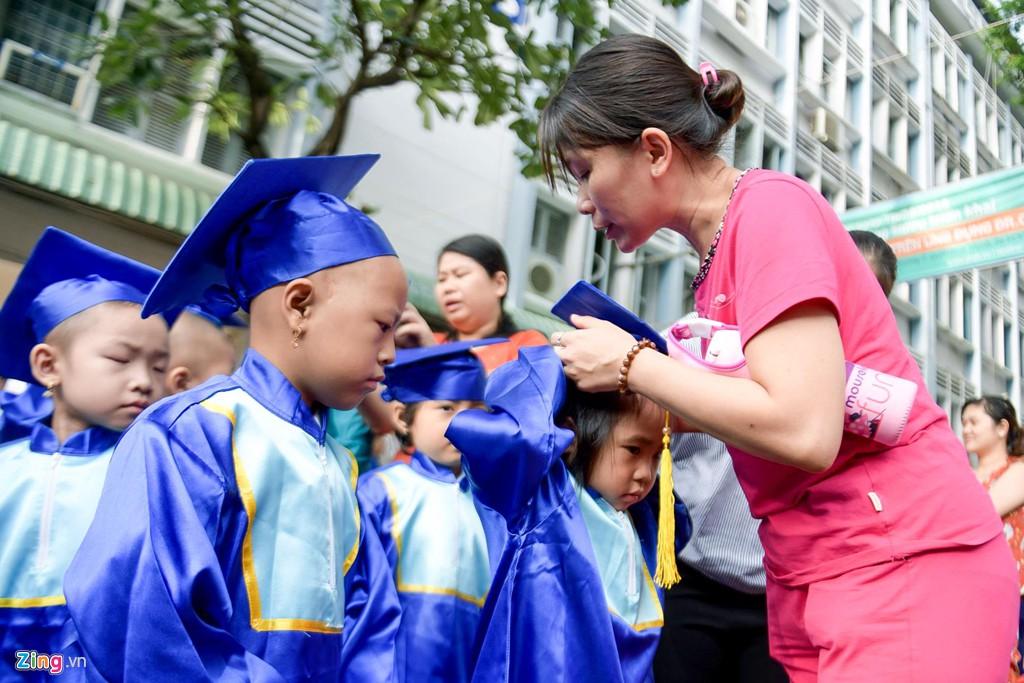 Lễ khai giảng của những học trò nhí chống chọi bệnh ung thư - Ảnh 1.
