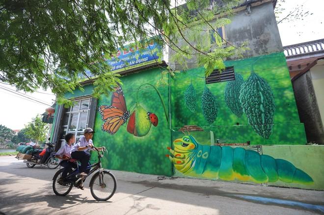 Dạo bước ngôi làng bích họa đầu tiên của Hà Nội - Ảnh 10.