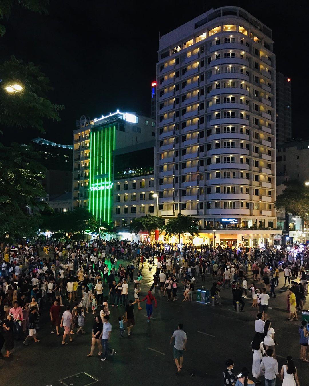 Địa điểm vui chơi Sài Gòn buổi tối - Ảnh 2.