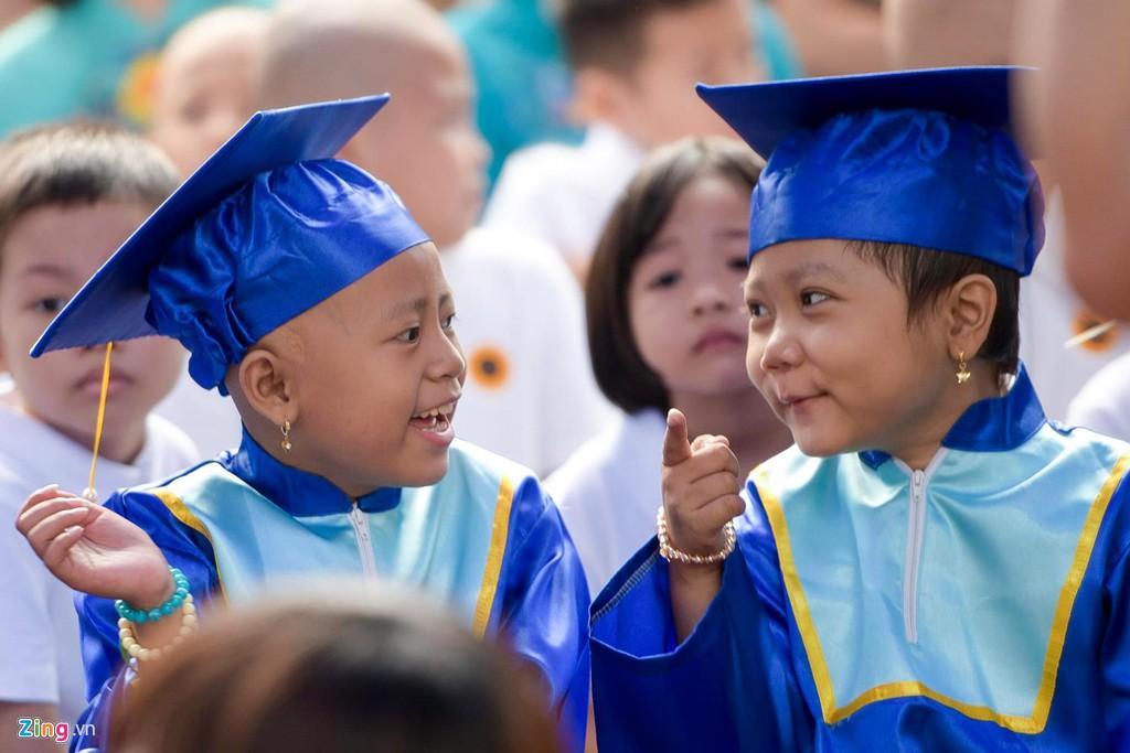 Lễ khai giảng của những học trò nhí chống chọi bệnh ung thư - Ảnh 2.