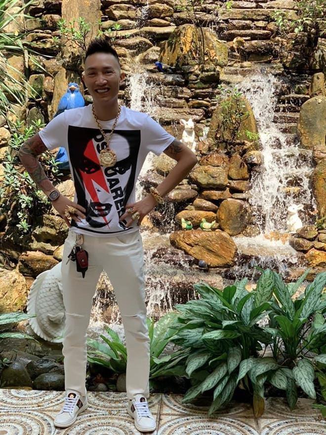 Chân dung Huấn Hoa Hồng, chủ công ty làm dịch vụ Facebook ở Việt Nam - Ảnh 3.
