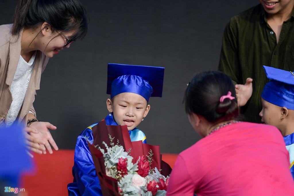 Lễ khai giảng của những học trò nhí chống chọi bệnh ung thư - Ảnh 3.
