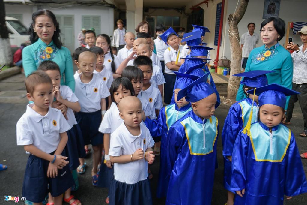 Lễ khai giảng của những học trò nhí chống chọi bệnh ung thư - Ảnh 4.