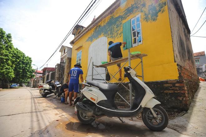 Dạo bước ngôi làng bích họa đầu tiên của Hà Nội - Ảnh 4.