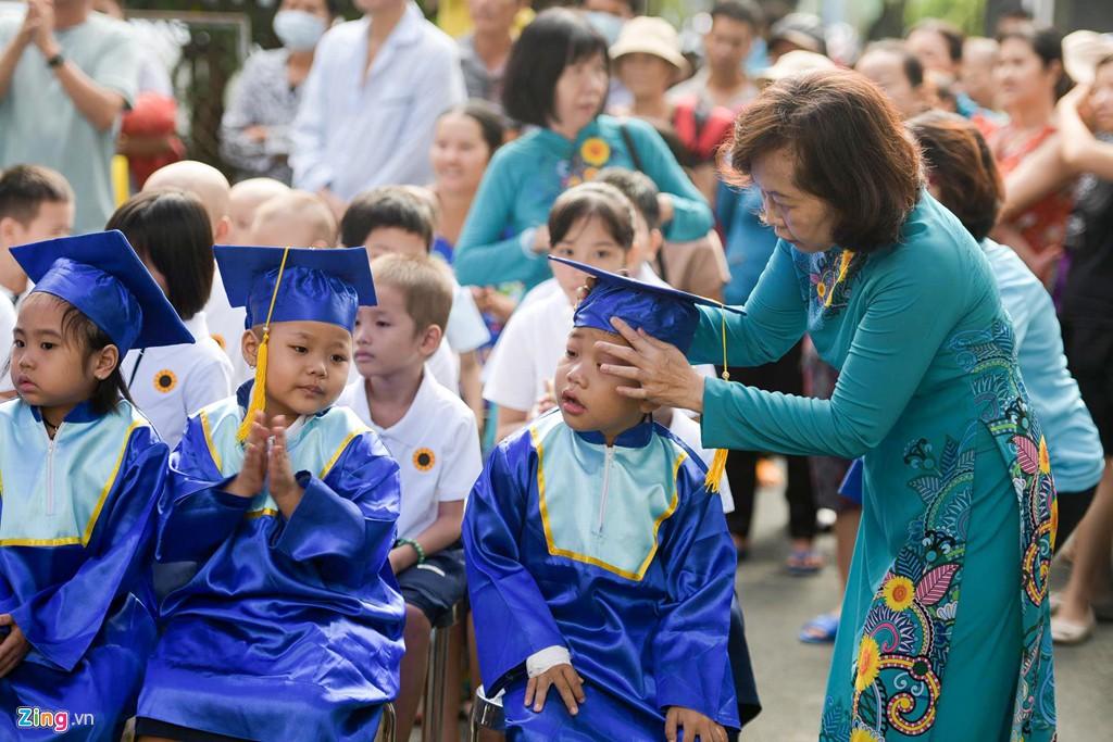 Lễ khai giảng của những học trò nhí chống chọi bệnh ung thư - Ảnh 5.