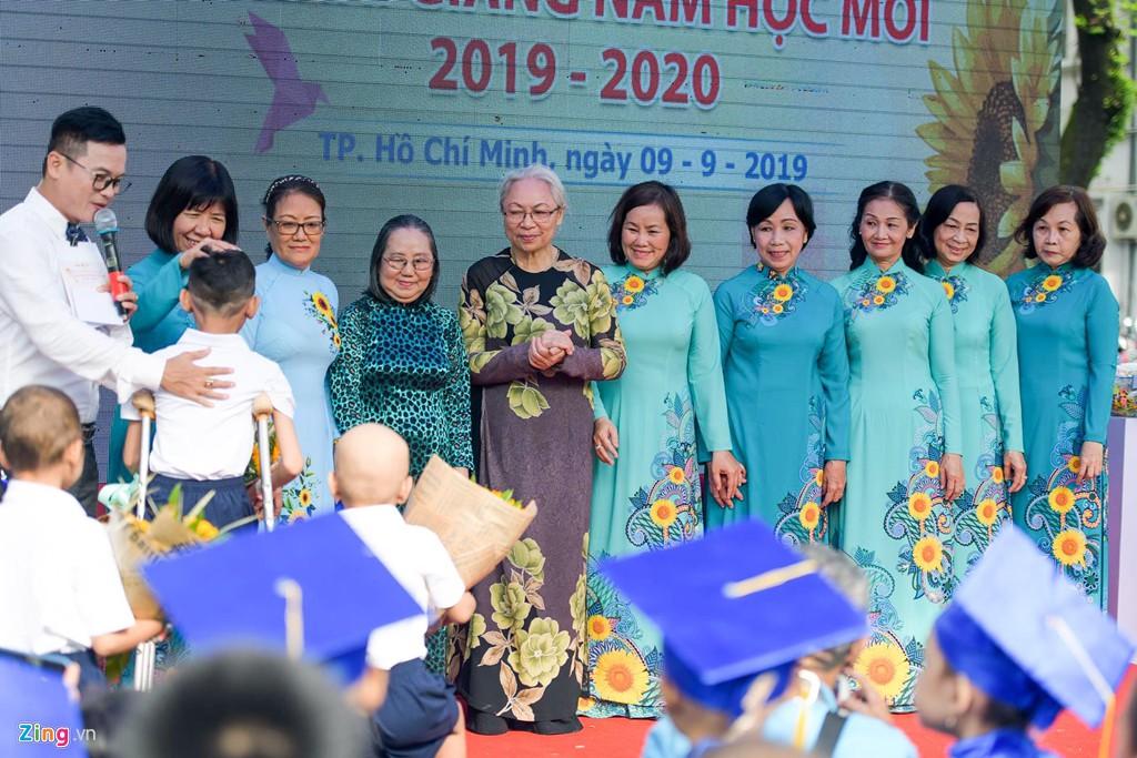 Lễ khai giảng của những học trò nhí chống chọi bệnh ung thư - Ảnh 8.