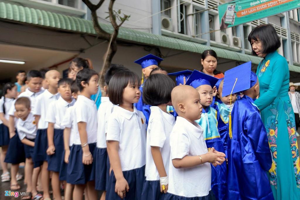 Lễ khai giảng của những học trò nhí chống chọi bệnh ung thư - Ảnh 9.