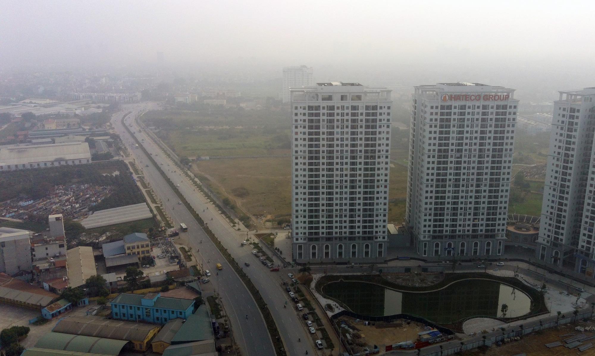 Hà Nội ô nhiễm không khí, người dân thêm khổ khi hít bụi mù mịt trên đường 70 đoạn Nhổn - Hà Đông - Ảnh 2.