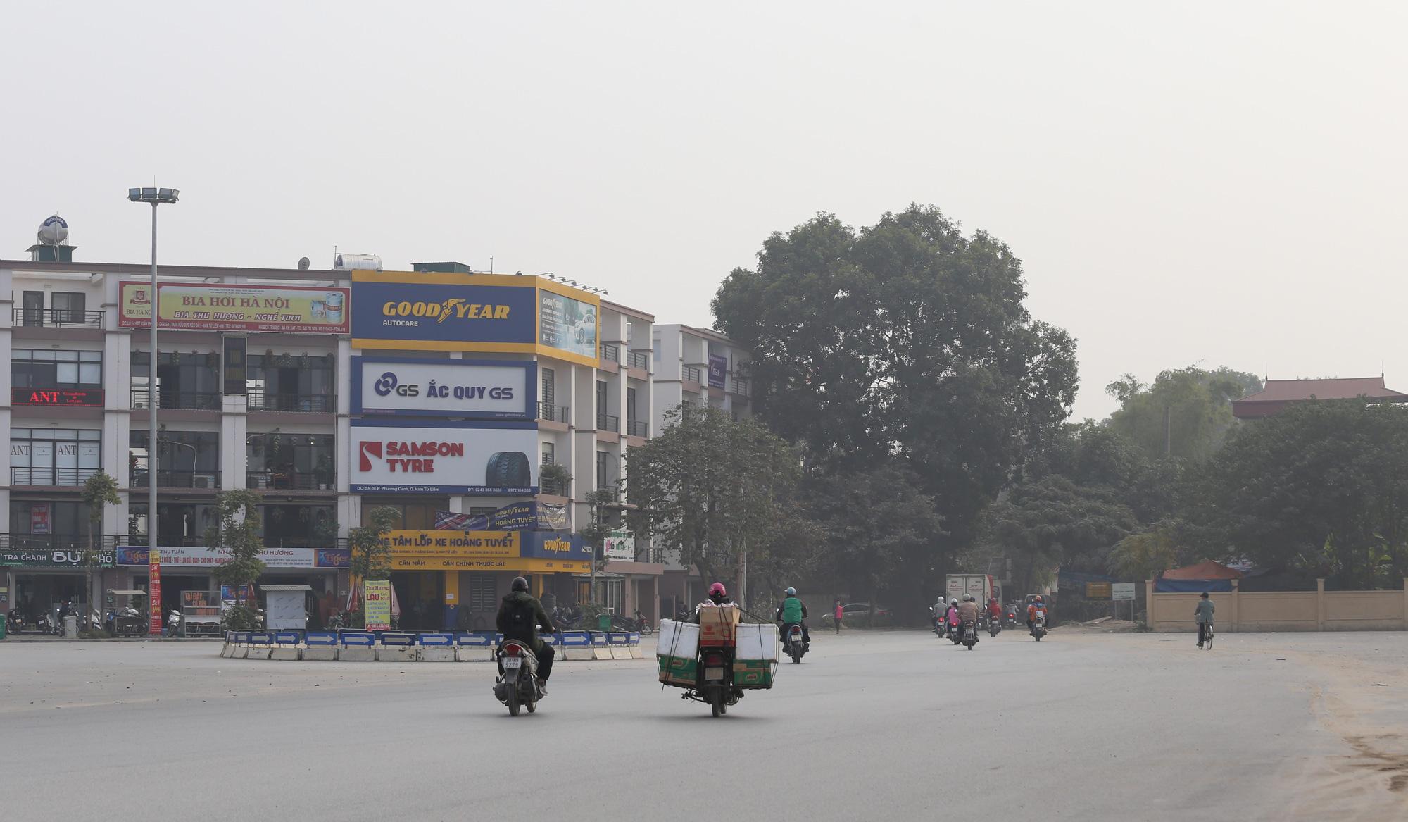 Hà Nội ô nhiễm không khí, người dân thêm khổ khi hít bụi mù mịt trên đường 70 đoạn Nhổn - Hà Đông - Ảnh 4.