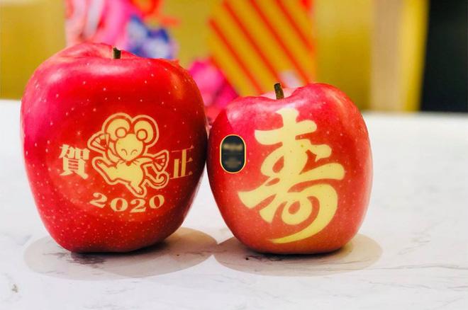 Gần 800.000 đồng trái táo in hình chuột mừng Tết Canh Tí - Ảnh 1.