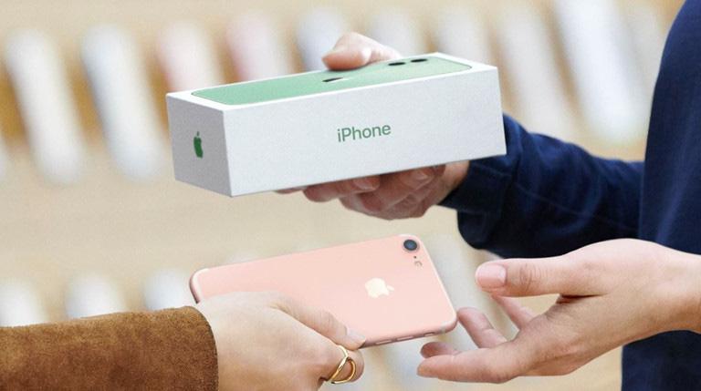 Apple bất ngờ giảm giá trị thu cũ đổi mới iPhone, iPad - Ảnh 1.