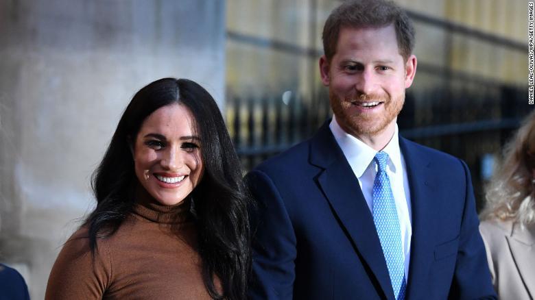 Harry và Meghan sẽ 'bán hàng qua mạng' để kiếm tiền sinh sống nếu 'exit' khỏi Hoàng gia Anh?  - Ảnh 1.