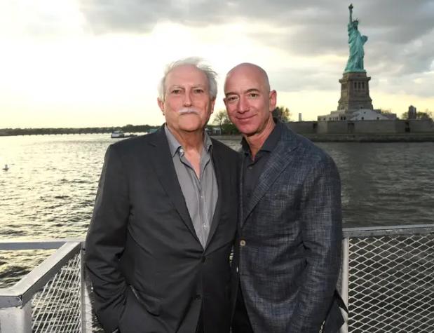 Jeff Bezos vừa bước sang tuổi 56: Cùng nhìn lại cuộc đời của người đàn ông giàu nhất thế giới - Ảnh 1.