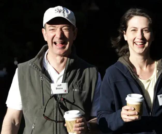Jeff Bezos vừa bước sang tuổi 56: Cùng nhìn lại cuộc đời của người đàn ông giàu nhất thế giới - Ảnh 13.