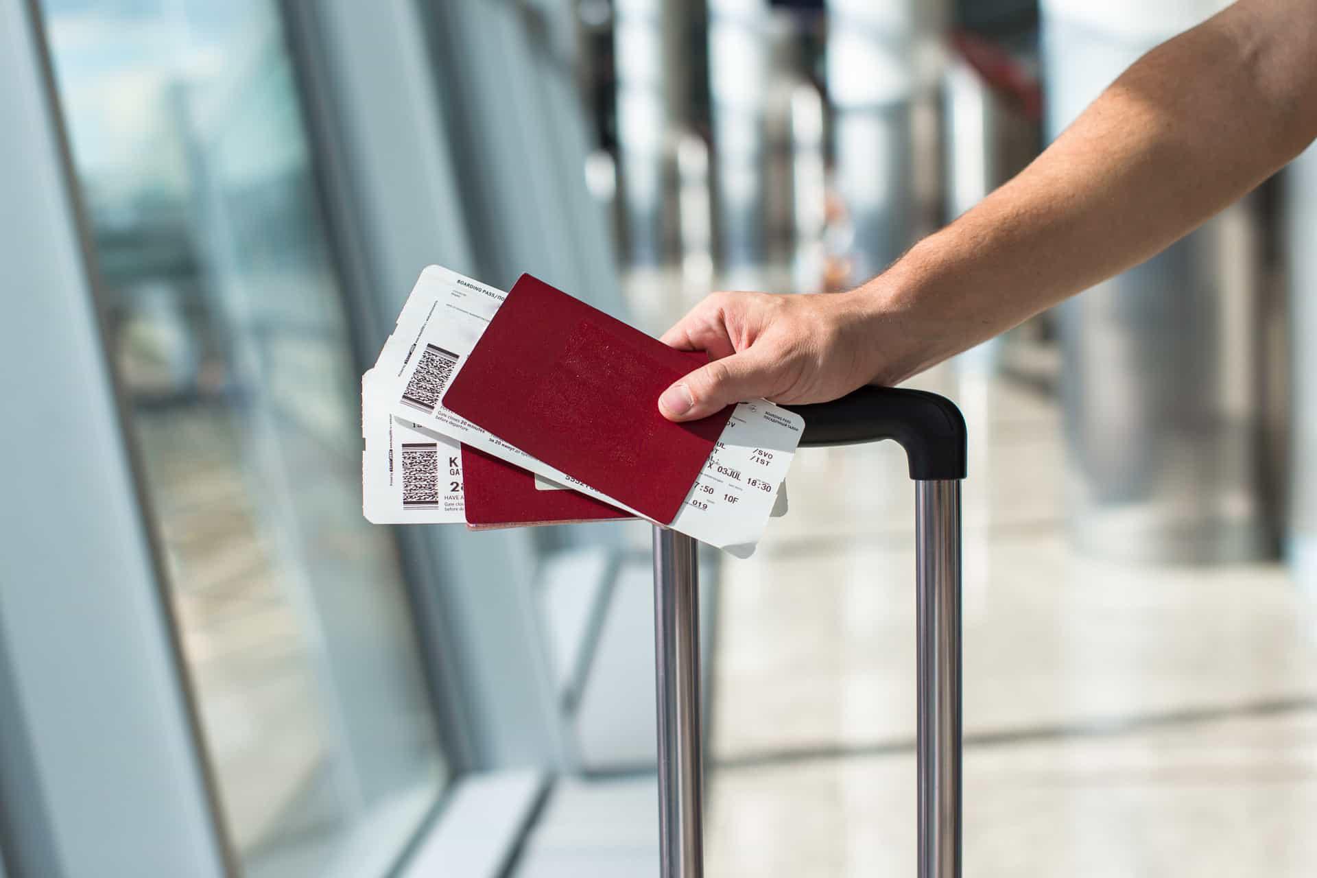 Ý nghĩa về mã trên thẻ lên máy bay và những rủi ro du khách cần biết? - Ảnh 1.