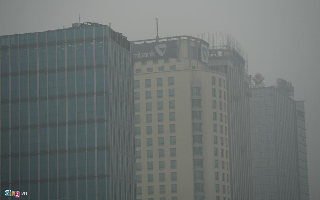 Hà Nội chìm trong sương mù cả ngày lẫn đêm - Ảnh 6.