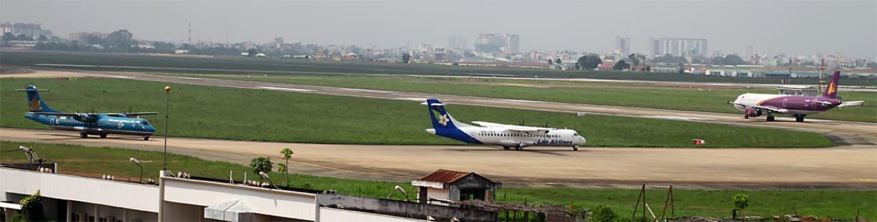 Tân Sơn Nhất dịp Tết, lo máy bay tắc đường trên trời lẫn dưới đất - Ảnh 4.