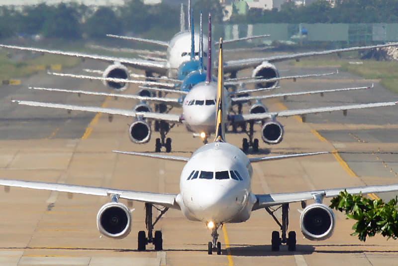 Tân Sơn Nhất dịp Tết, lo máy bay tắc đường trên trời lẫn dưới đất - Ảnh 3.